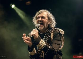 Эмир Кустурица открыл концерт своей группы The No Smoking Orchestra гимном России