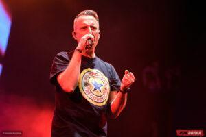 НАИВ выступили в московском Главклубе с программой «All fucking hits and great new shit»