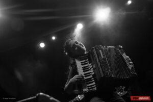 Эмир Кустурица и The No Smoking Orchestra отметили 20-летие альбома Unza Unza Time в Москве