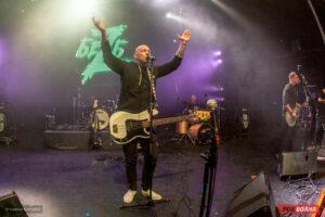 Полноценный панк концерт и презентация альбома «План Ломоносова - V» на сцене питерского «Гигант-холла»