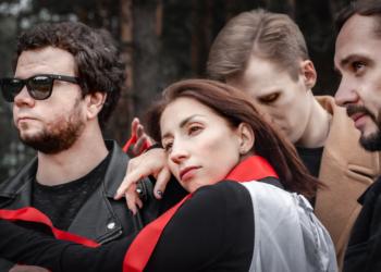 Группа «Мураками» выпустила новый альбом «Среди акул»